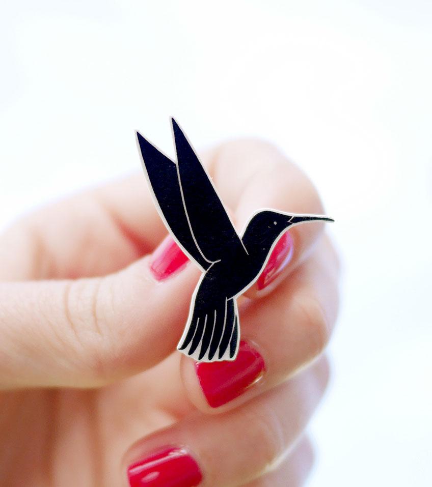 Pin-colibri-ana-sola