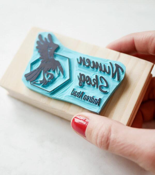 logo-tipografía-ana-sola-carvado-de-sellos-personalizados-de-goma