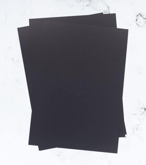 cartulina-suave-color-negro-A4-materiales-carvado-sellos-ana-sola
