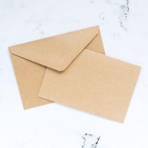 postales-y-sobres-kraft-10,5x15,7-materiales-carvado-sellos-ana-sola